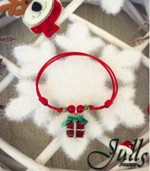 Коледен амулет със сребърно подаръче