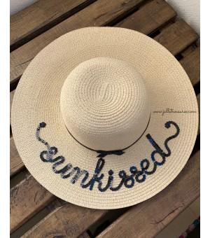 """Луксозна светло бежова шапка с надпис """"sunkissed"""""""