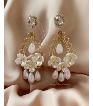Обици с перли и цветя