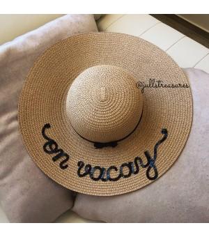 Луксозна тъмно бежова шапка с надпис по ваш избор