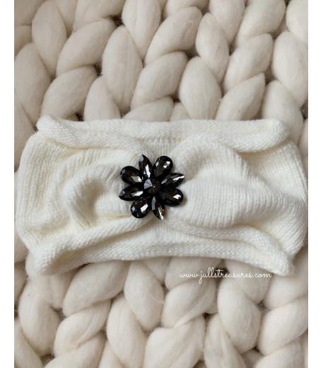Плетена лента за коса с тъмно цвете в бяло