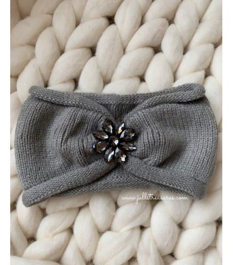 Плетена лента за коса с тъмно цвете в сиво