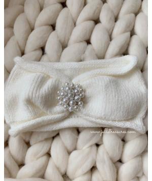 Плетена лента за коса с перлен акцент в бяло