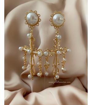 Обици със златни кръстове и перли