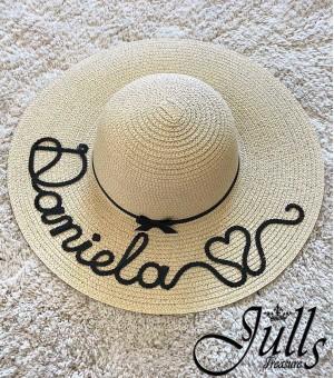 Луксозна светло бежова шапка с надпис по ваше желание